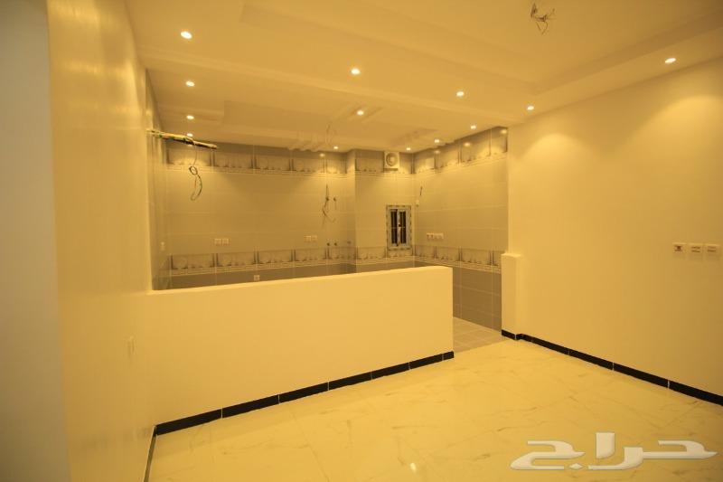 شقة جديدة 3 غرف وفيلاروف بسطح خاص من المالك
